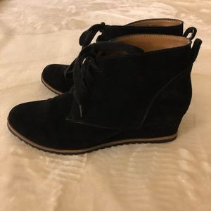 Susina black suede small wedges!